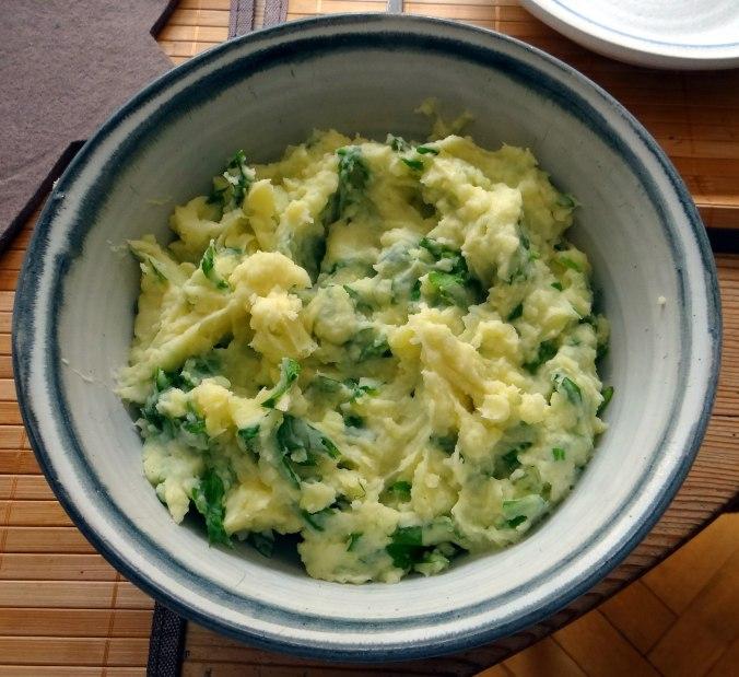 Gefüllte Portobello,Kartoffelstampf mit Rucola,Salate (18)