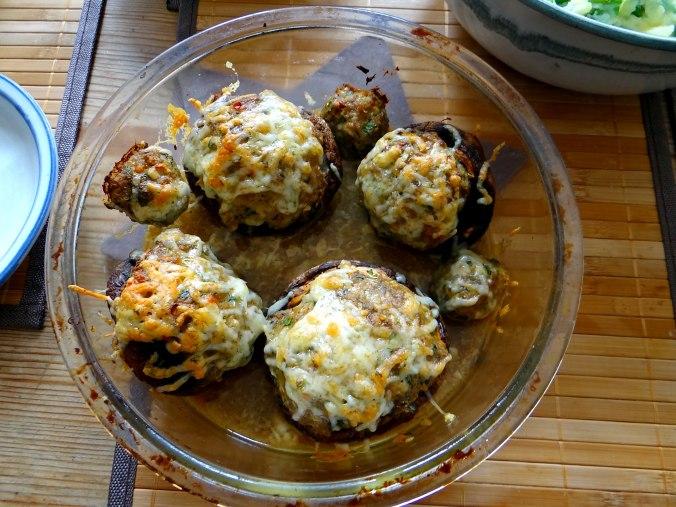 Gefüllte Portobello,Kartoffelstampf mit Rucola,Salate (19)