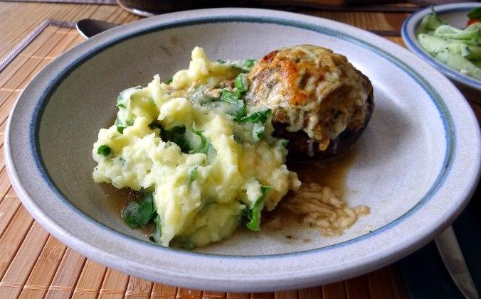 Gefüllte Portobello,Kartoffelstampf mit Rucola,Salate (22)