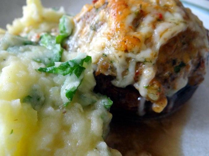Gefüllte Portobello,Kartoffelstampf mit Rucola,Salate (23)