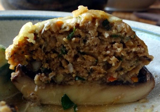 Gefüllte Portobello,Kartoffelstampf mit Rucola,Salate (25)