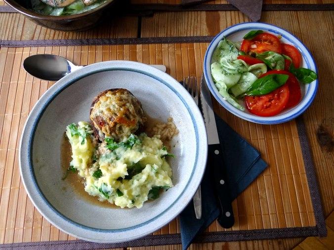 Gefüllte Portobello,Kartoffelstampf mit Rucola,Salate (3)