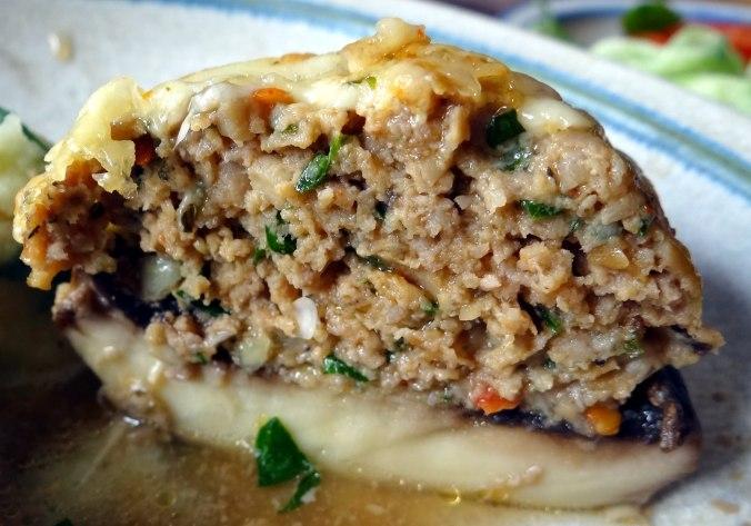 Gefüllte Portobello,Kartoffelstampf mit Rucola,Salate (4)