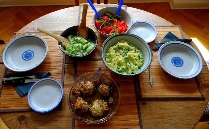 Gefüllte Portobello,Kartoffelstampf mit Rucola,Salate (5)