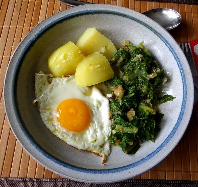 Mangold,Salzkartoffeln,Spiegelei,vegetarisch (1)