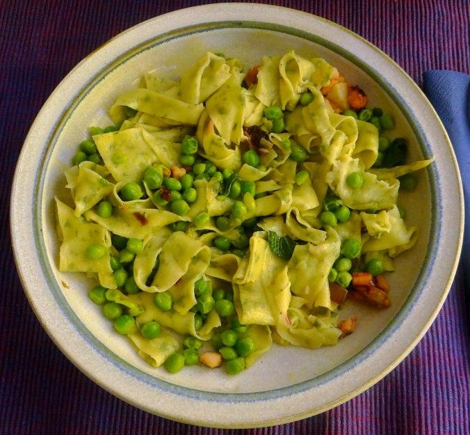 Nudeln mit Meeresfrüchten,Erbsen,Erdbeereis,vegetarisch (30)