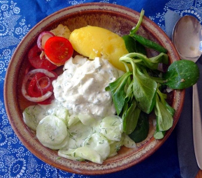 Quark,Salate,Pellkartoffeln,Obstsalat (1)