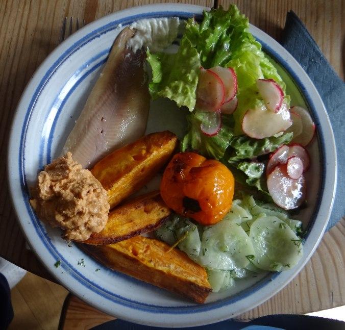 Süßkartoffel Spalten,Feta Creme,Salate (18)