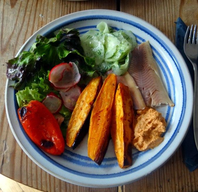 Süßkartoffel Spalten,Feta Creme,Salate (2)
