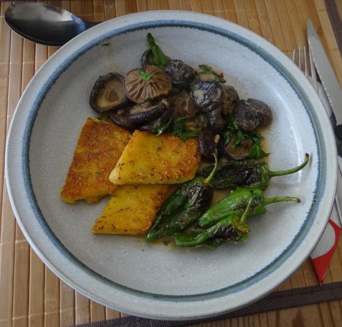 Shitake,Polenta,Pimientos,Salat, (1)