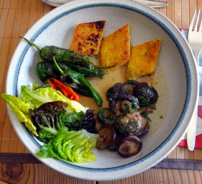 Shitake,Polenta,Pimientos,Salat, (21)