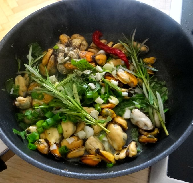 Spaghetti,Pesto,Muscheln,Salat (10)