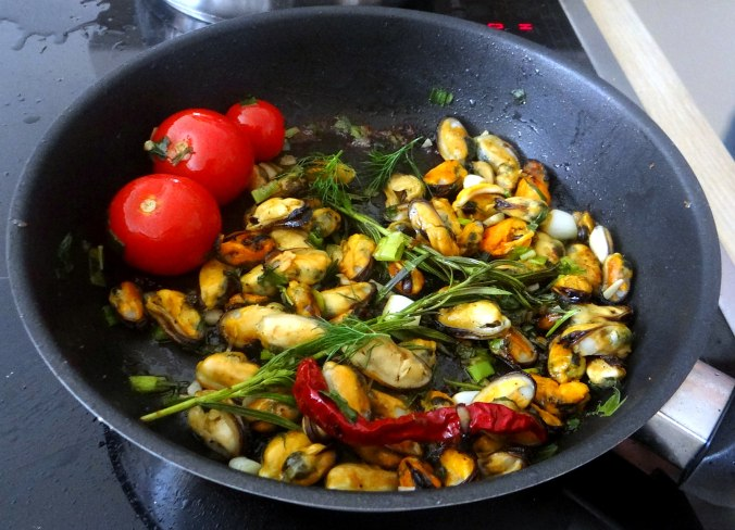 Spaghetti,Pesto,Muscheln,Salat (11)