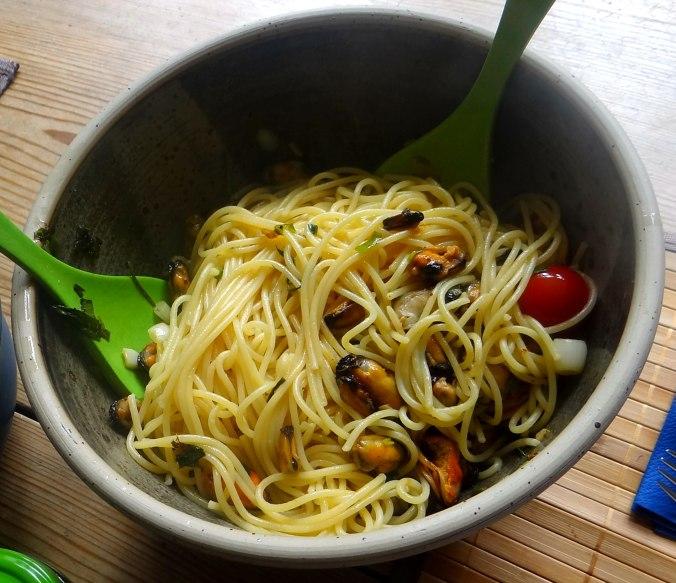 Spaghetti,Pesto,Muscheln,Salat (13)