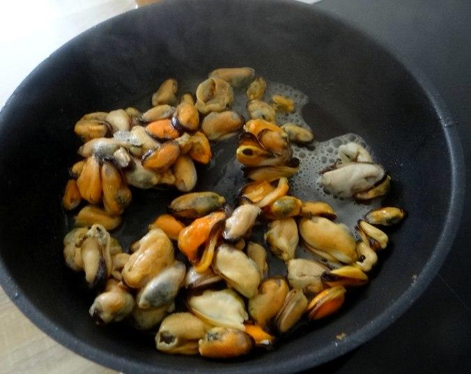 Spaghetti,Pesto,Muscheln,Salat (9)