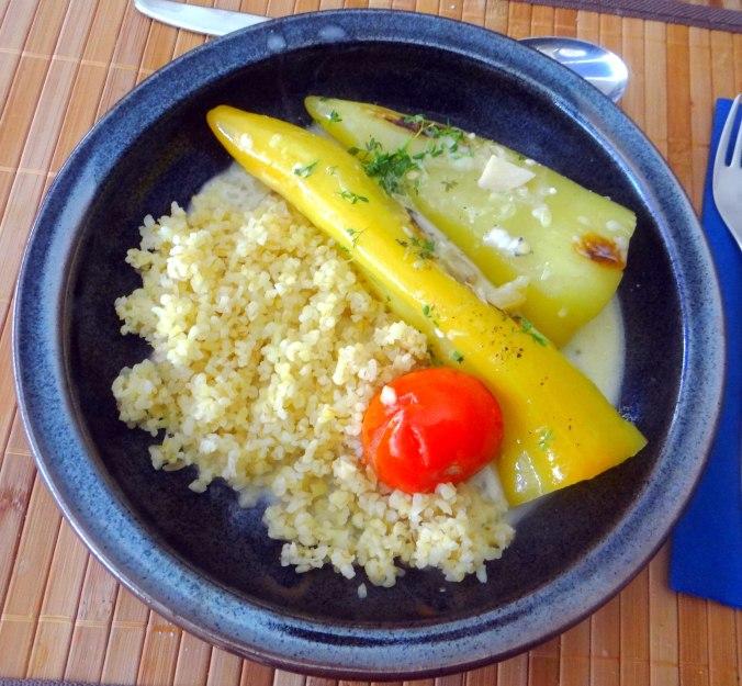 Spitzpaprika mit Wein,Bulgur,Aprikosenkompott,vegetarisch (2)