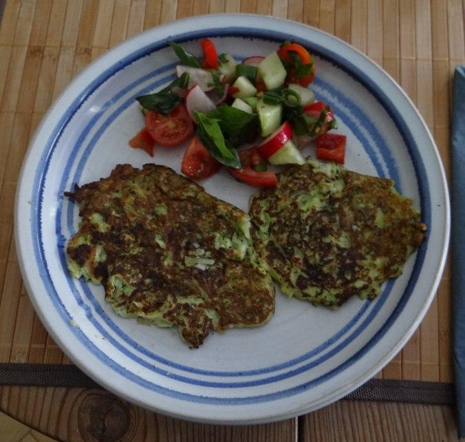 Zucchini Puffer,Salat (1)