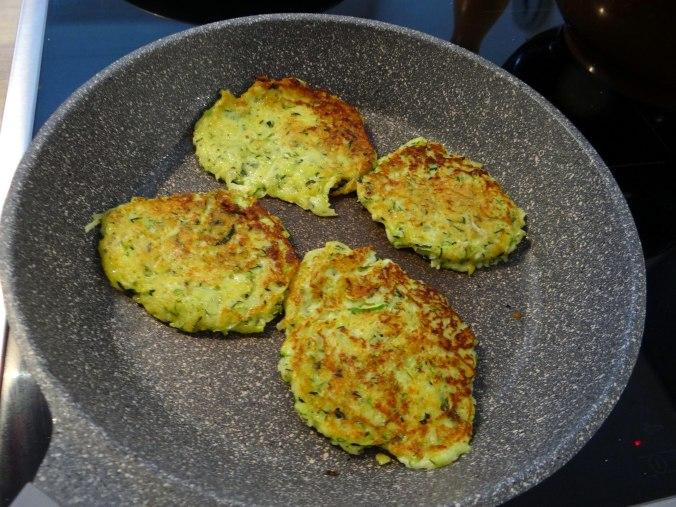 Zucchini Puffer,Salat (12)