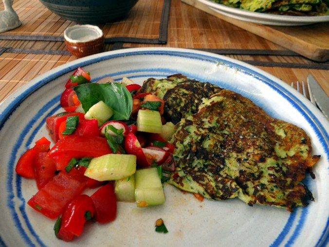 Zucchini Puffer,Salat (2)