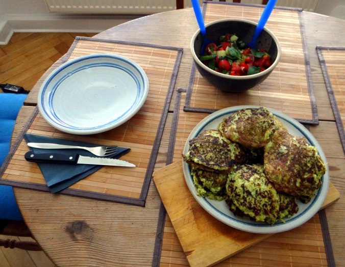 Zucchini Puffer,Salat (5)
