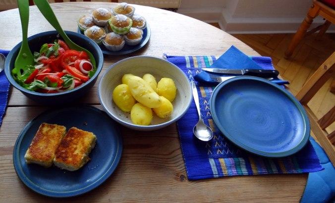 Gebratener Feta,Tomatensalat,Pellkartoffeln,Muffins,Apfelmuffins,vegetarisch (5)