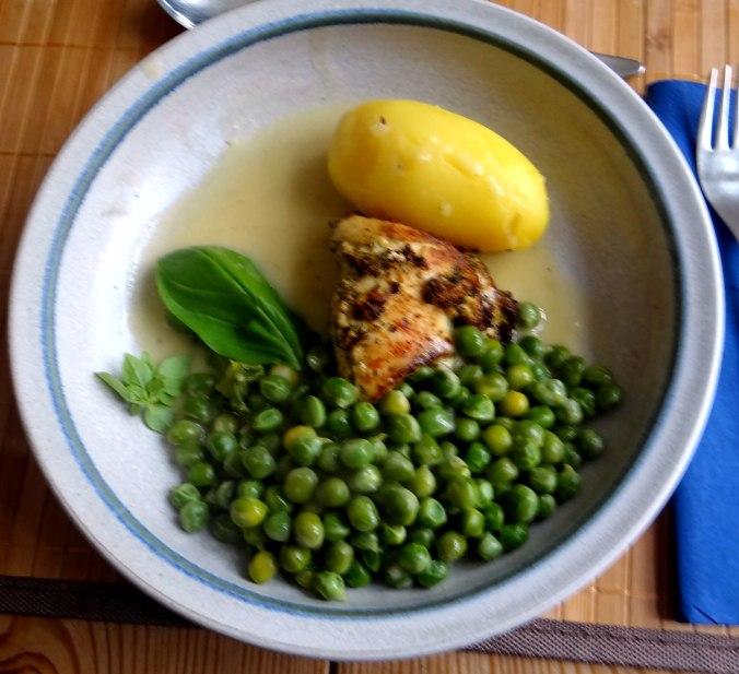 Gefüllte Hähnchenbrust,Erbsen,neue Kartoffeln (1)