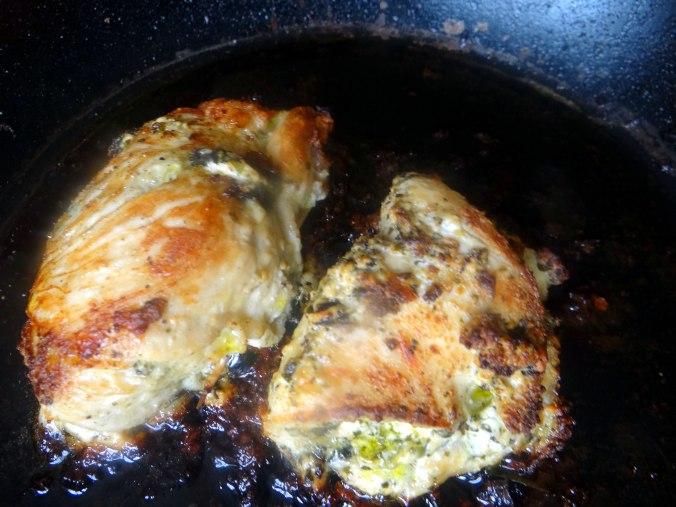 Gefüllte Hähnchenbrust,Erbsen,neue Kartoffeln (11)