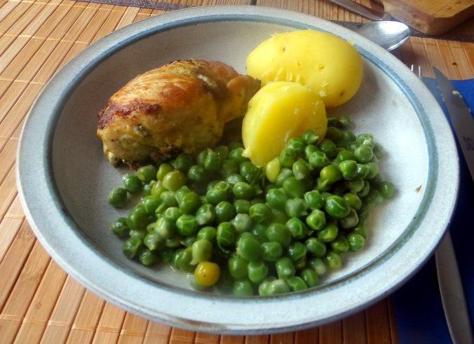 Gefüllte Hähnchenbrust,Erbsen,neue Kartoffeln (15)