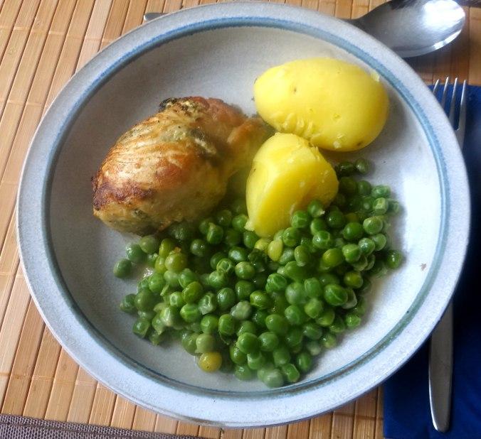 Gefüllte Hähnchenbrust,Erbsen,neue Kartoffeln (2)