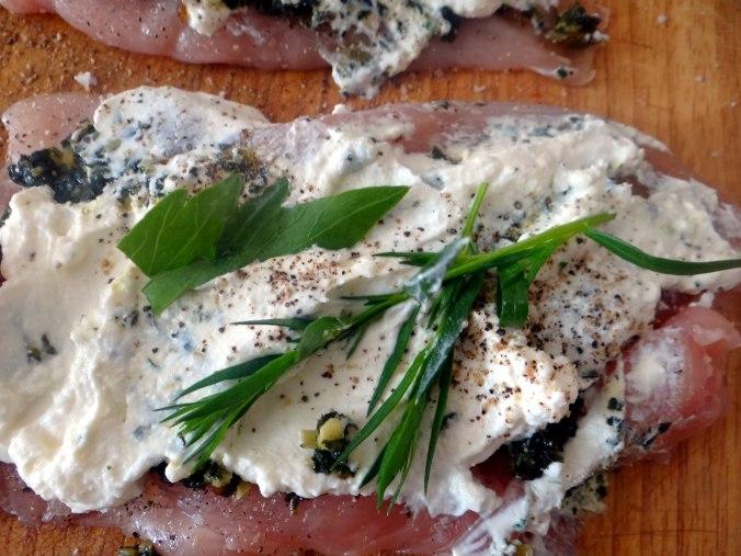 Gefüllte Hähnchenbrust,Erbsen,neue Kartoffeln (7)