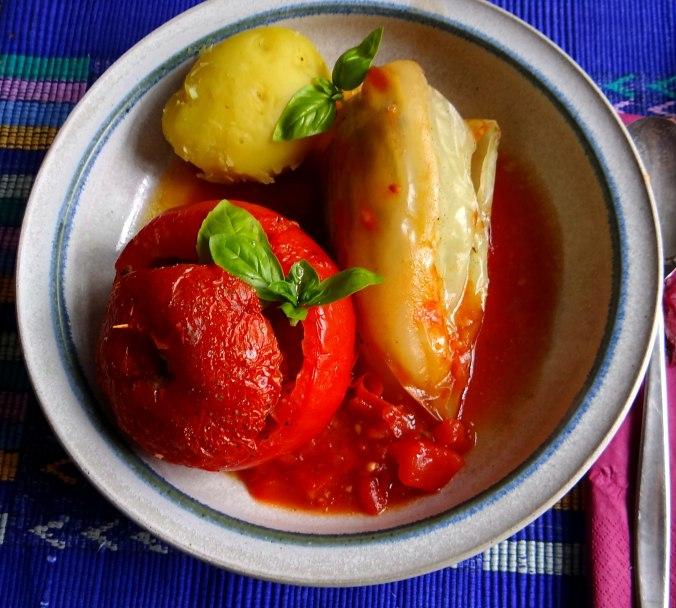 Gefüllte Paprika-Tomaten,Pellkartoffeln,Quarkspeise (15)