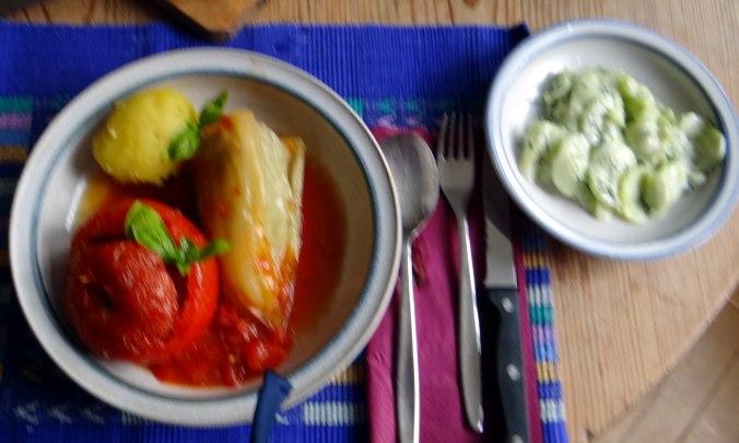 Gefüllte Paprika-Tomaten,Pellkartoffeln,Quarkspeise (2)