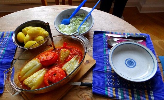 Gefüllte Paprika-Tomaten,Pellkartoffeln,Quarkspeise (5)