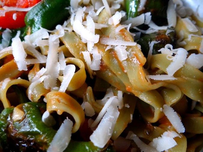 Grüne Nudeln mit Gemüse (3)