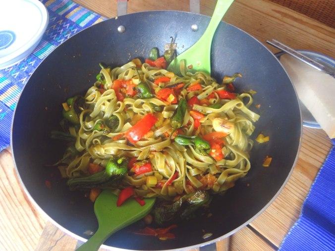 Grüne Nudeln mit Gemüse (4)