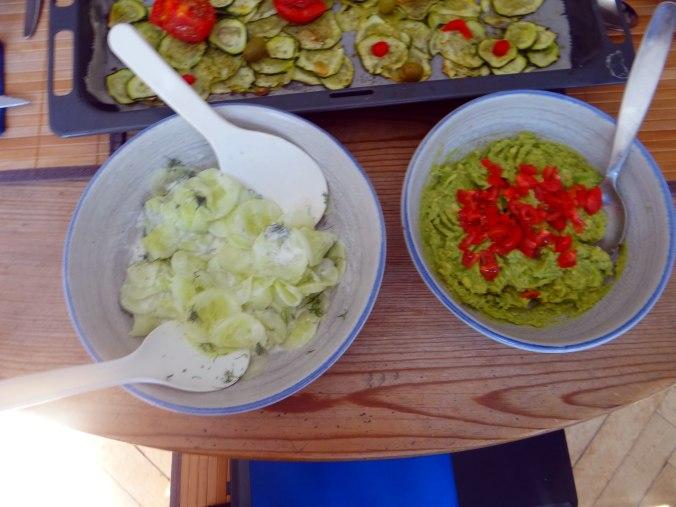 Lauwarmer Zucchinisalt,gedämpfte Möhren,Gurkensalat,Guacamole (13)
