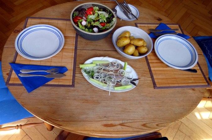 Matjes,Pellkartoffeln,Salat,Waffeln,Johannisbeeren (7)