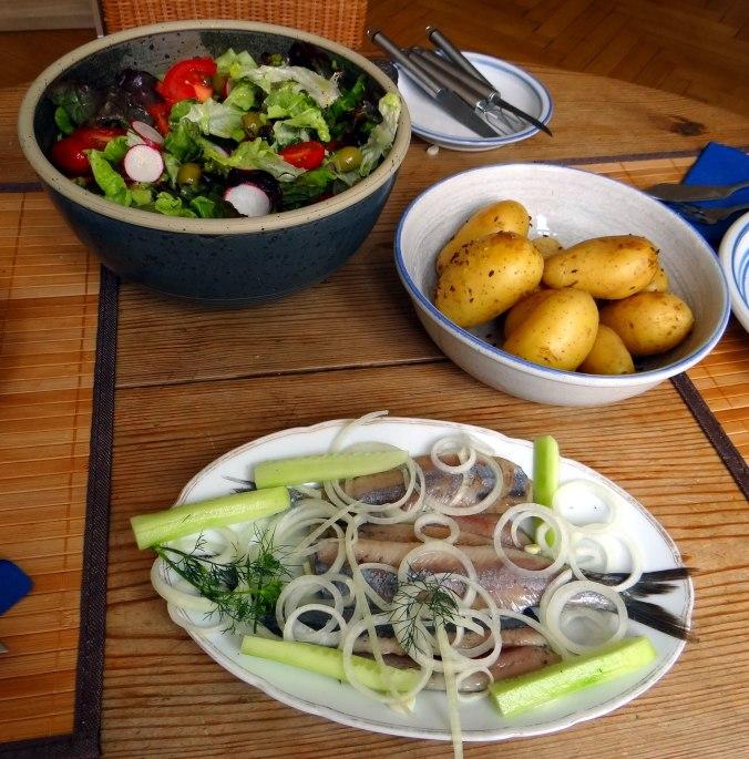 Matjes,Pellkartoffeln,Salat,Waffeln,Johannisbeeren (8)