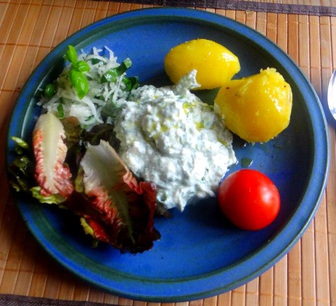 Quark,Pellkartoffeln,Kohlrabisalat,Roemersalat,Dessert (1)