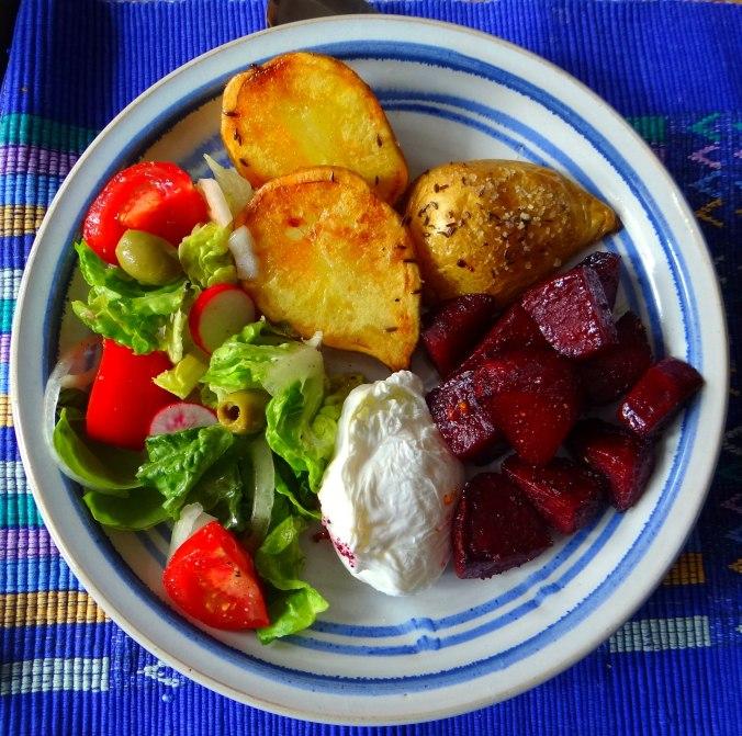 Rote Beete Gemüse,Kümmelkartoffeln,Salat,Quarkspeise,vegetarisch (1)