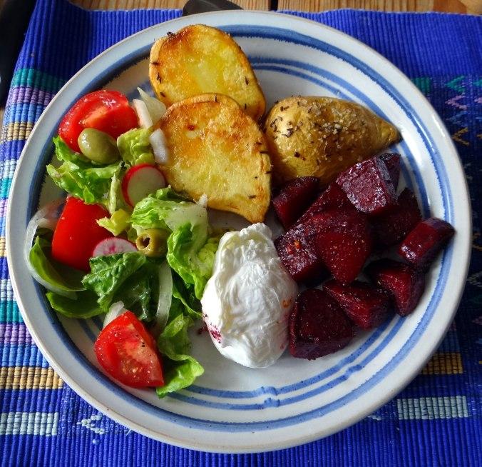 Rote Beete Gemüse,Kümmelkartoffeln,Salat,Quarkspeise,vegetarisch (17)