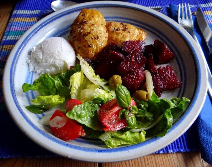 Rote Beete Gemüse,Kümmelkartoffeln,Salat,Quarkspeise,vegetarisch (2)