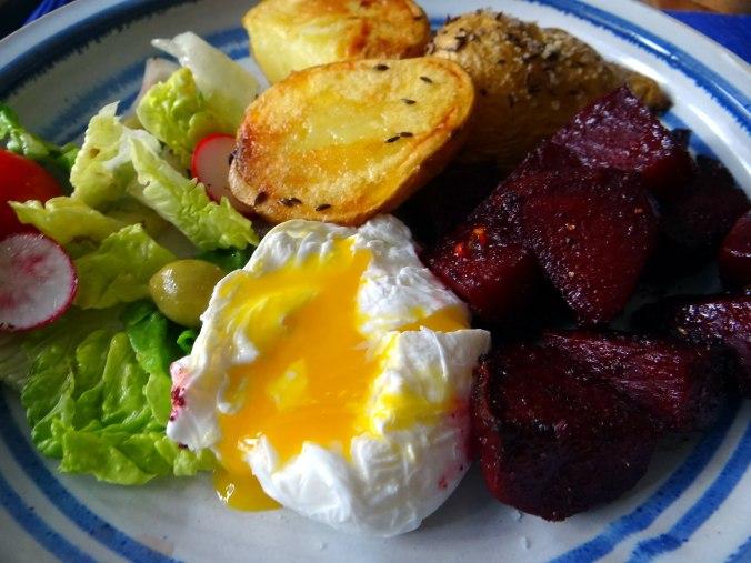 Rote Beete Gemüse,Kümmelkartoffeln,Salat,Quarkspeise,vegetarisch (20)