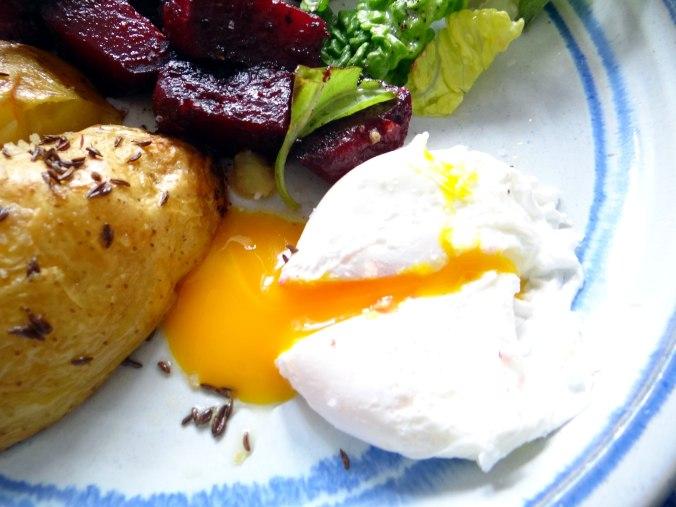 Rote Beete Gemüse,Kümmelkartoffeln,Salat,Quarkspeise,vegetarisch (3)