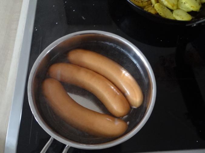 Bratkartoffel,Bockwurst,Salate (10)