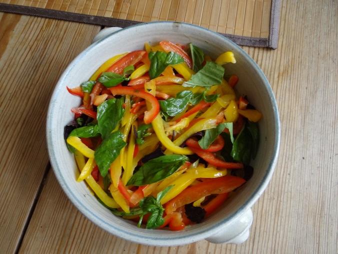 Bratkartoffel,Bockwurst,Salate (5)