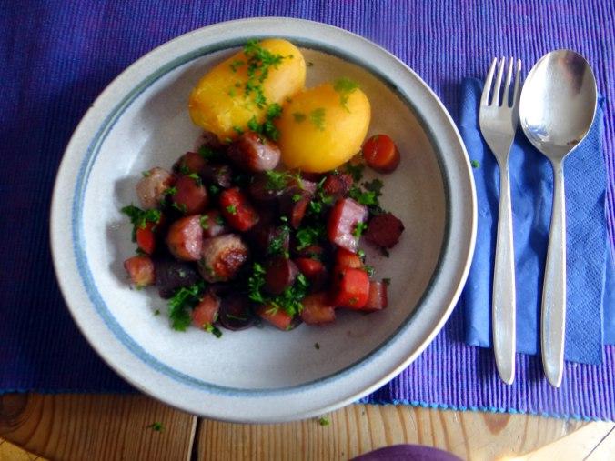 Bunte Möhren,Pellkartoffeln,Pflaumenkompott,vegetarisch (1)