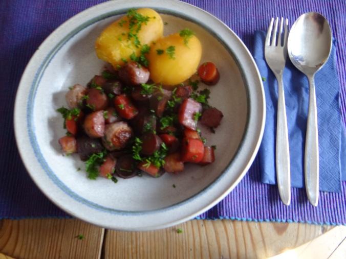 Bunte Möhren,Pellkartoffeln,Pflaumenkompott,vegetarisch (18)