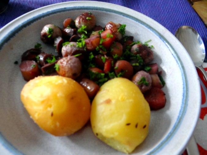 Bunte Möhren,Pellkartoffeln,Pflaumenkompott,vegetarisch (19)