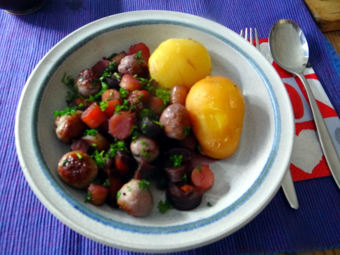 Bunte Möhren,Pellkartoffeln,Pflaumenkompott,vegetarisch (2)